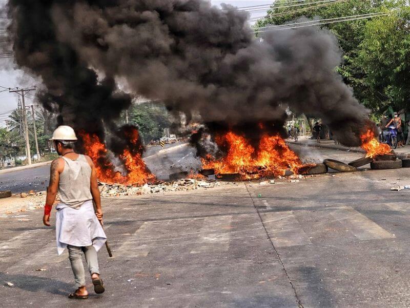 砸中資廠房、揚言斷油管 緬甸示威者為何痛恨中國?封面