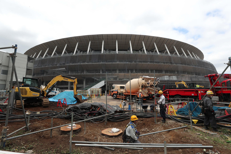 位於東京新宿區的主場館「新國立競技場」仍在施工,環保是新建築的設計主軸。(中央社記者吳家昇攝)