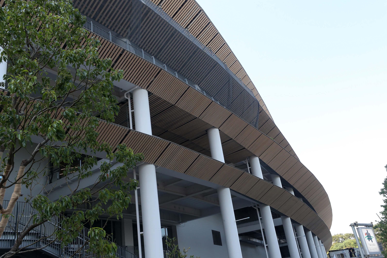 2020東京奧運有3項基本理念,包含「全員突破自我」、「包容與和諧」、「承上啟下,傳承未來」。圖為東奧主場館新國立競技場的環保木質屋簷。(中央社記者吳家昇攝)